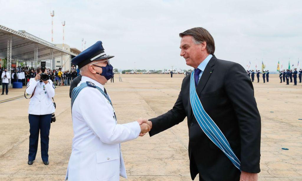 Bolsonaro participa da comemoração ao Dia do Aviador e da FAB