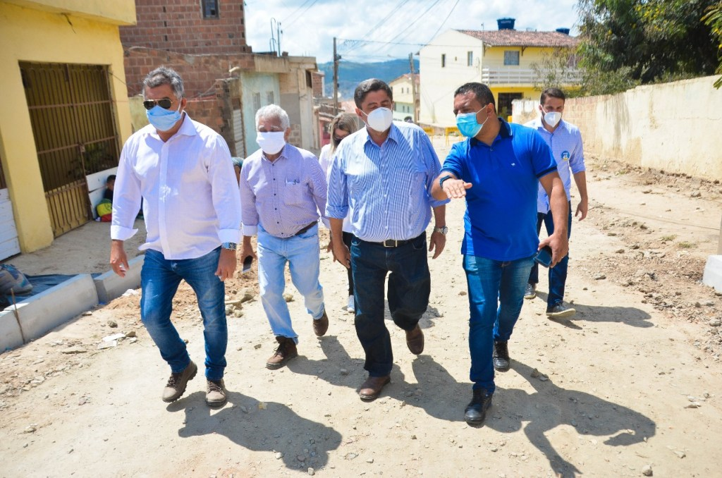 Prefeito de Gravatá vai asfaltar ruas de bairros periféricos