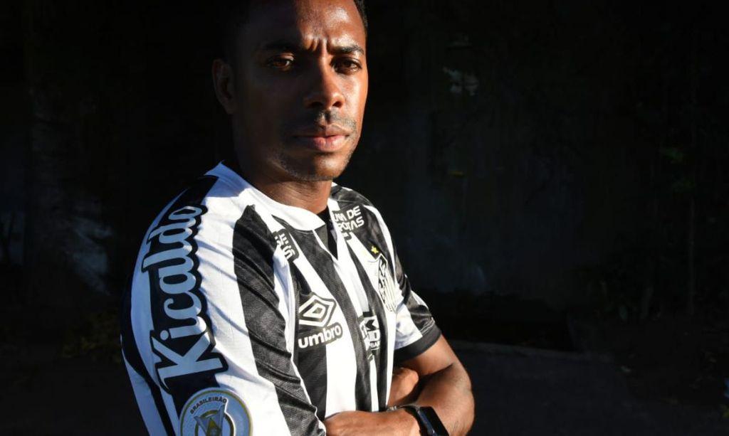 Robinho e Santos anunciam suspensão de contrato