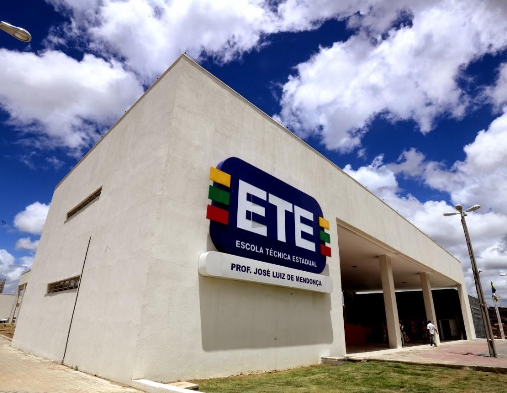 Governo abre 8445 vagas em escolas técnicas de Pernambuco; veja como se inscrever