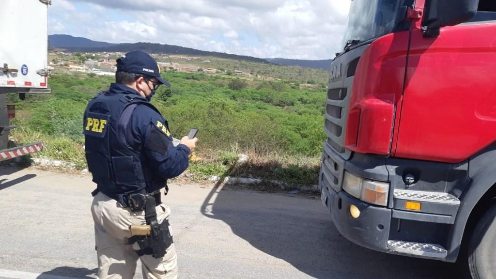 Ação voltada para motoristas profissionais é realizada no posto da PRF em São Caetano