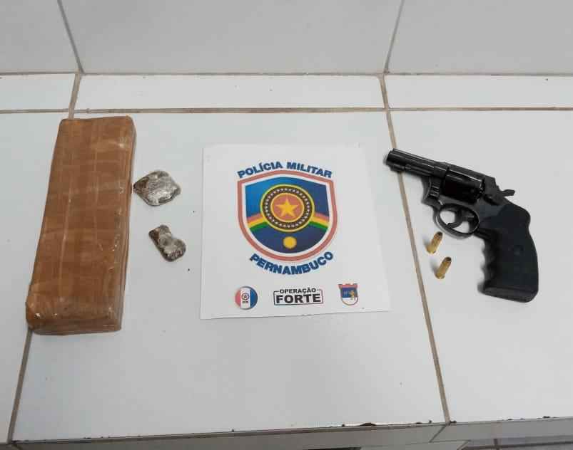 Policiais militares apreendem drogas e armas de fogo em Cabo de Santo Agostinho