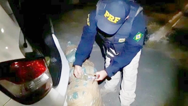 Taxista e passageira são detidos com 30 Kg de maconha em Caruaru