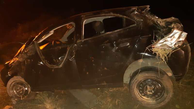 PRF apreende arma e carro clonado após veículo capotar em Garanhuns