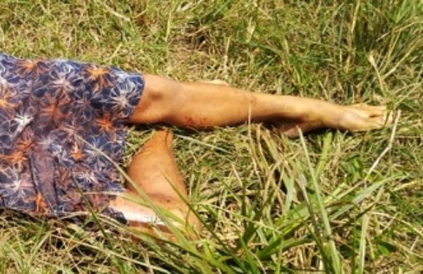 Morto a tiros, corpo de rapaz é encontro às margens da PE-187