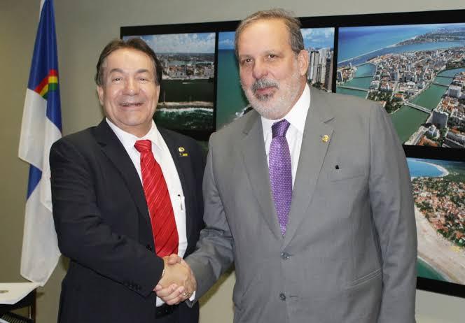 Prefeito de Garanhus, Izaías Regis se manifesta a favor de Armando Monteiro e Marília Arraes.