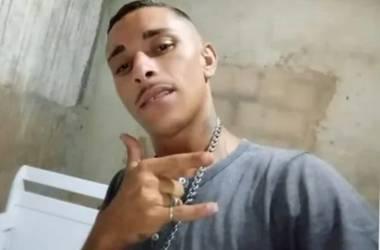 Jovem executado a tiros em casa; suspeito foi preso em flagrante