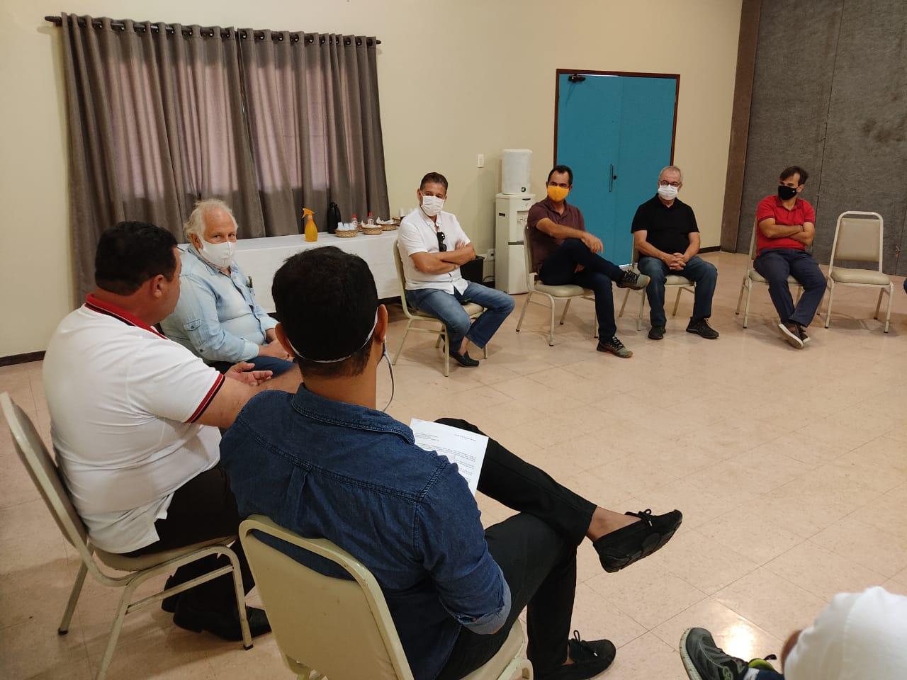 Padre Joselito e Darita se reúnem com representantes da construção civil em Gravatá