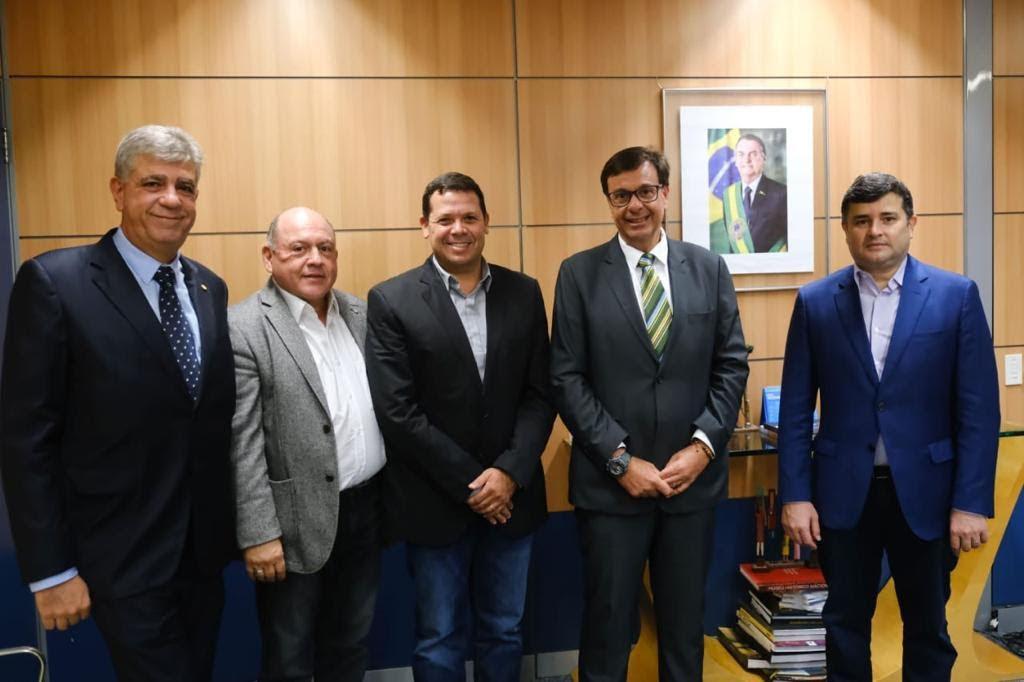 Eduardo da Fonte faz visita ao ministro do Turismo Gilson Machado Neto