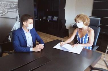 SCGE fecha acordo de cooperação técnica com a Controladoria de Garanhuns