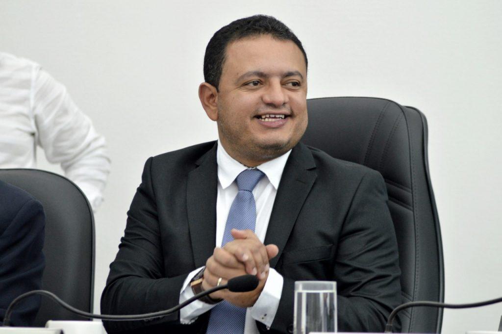 Gravatá: Léo do AR solicita criação de ouvidoria e conselho municipal da mulher