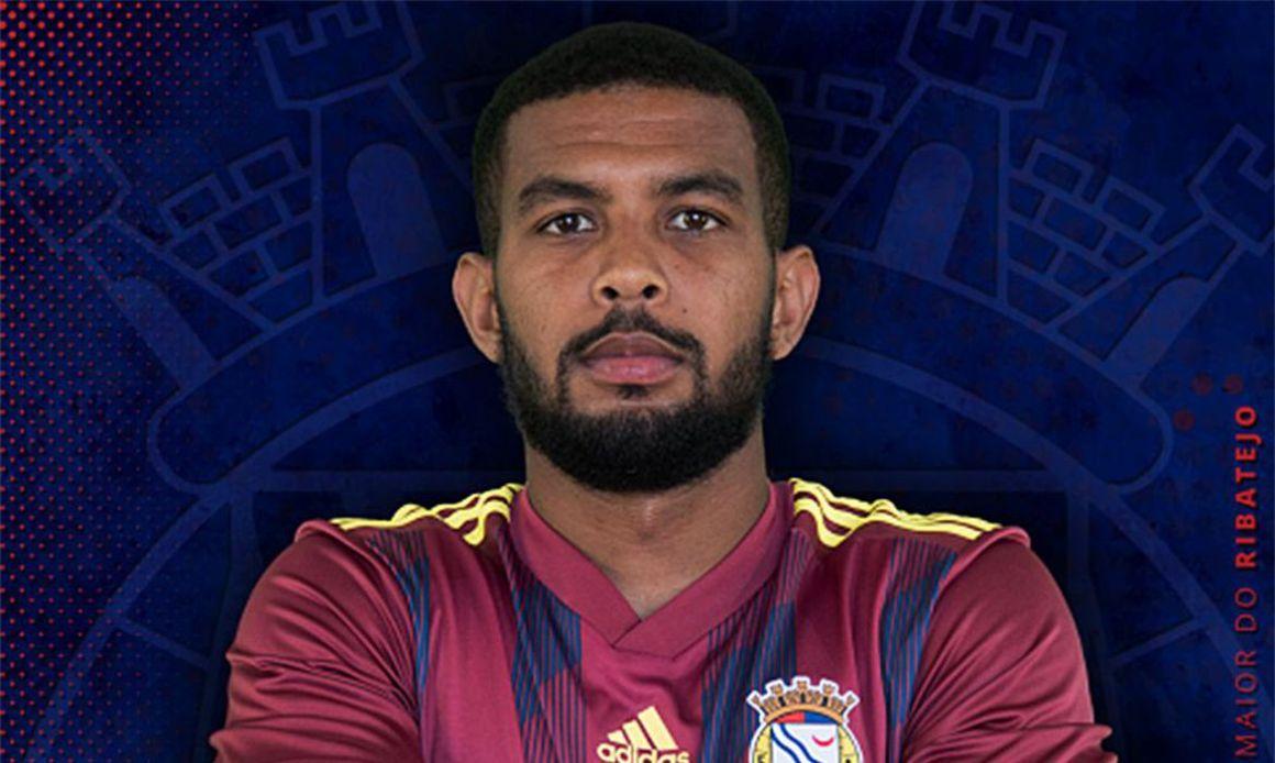 Aos 24 anos, morre jogador brasileiro que passou mal durante jogo em Portugal