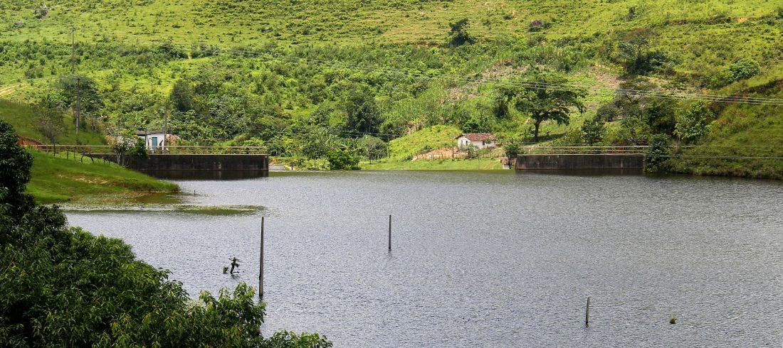 Gravatá: Com água na barragem, população reclama da falta de água e atraso no abastecimento