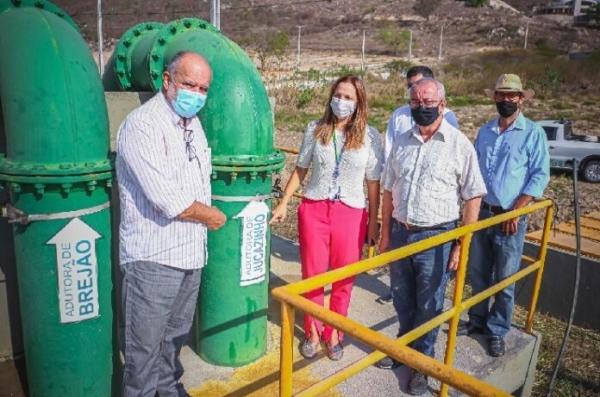 Waldemar Borges ajuda a trazer mais água para Gravatá; a catraca girou