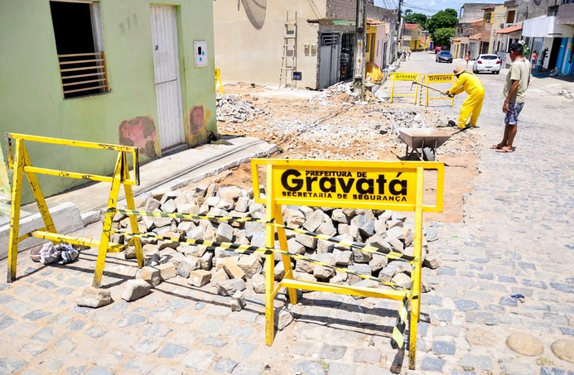 Gravatá: Ruas do bairro do Prado recebem operação tapa buraco e os moradores comemoram a ação