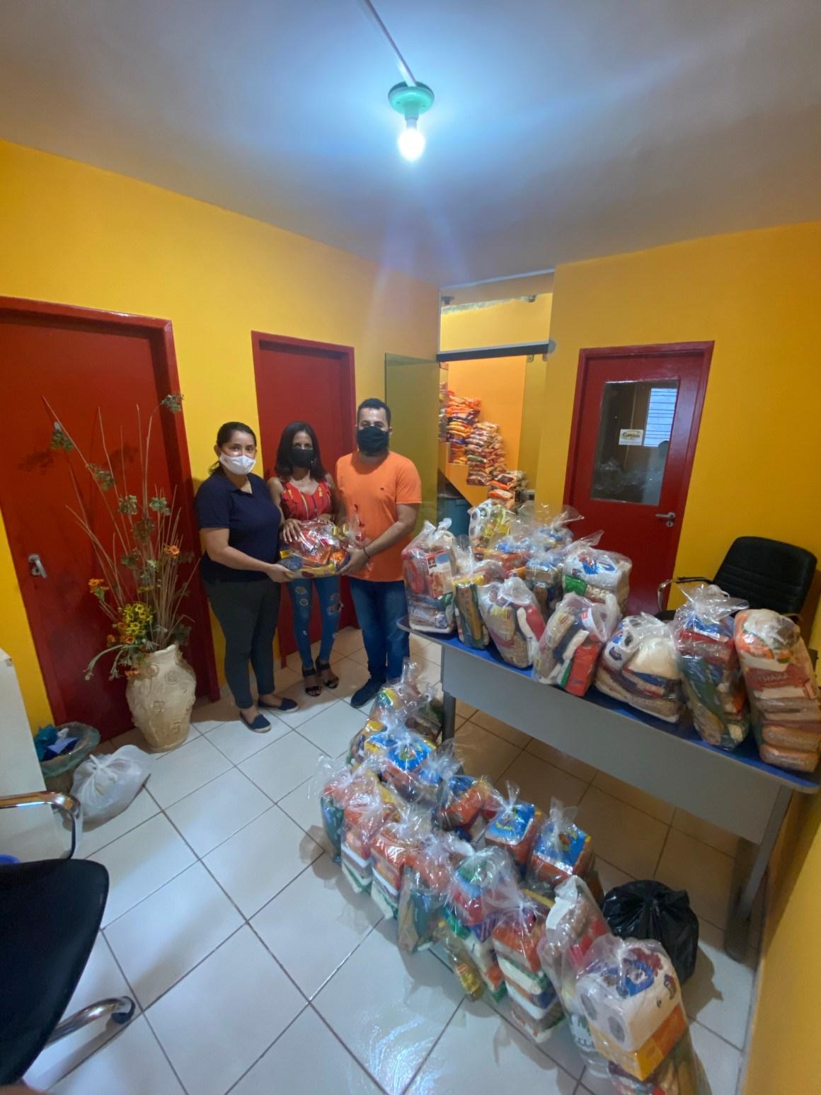 Rádio Clima FM arrecada mais de 1 tonelada de alimentos e R$ 1,9 mil que serão doados para a comunidade carente da cidade