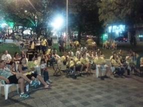 População acompanhando a sessão