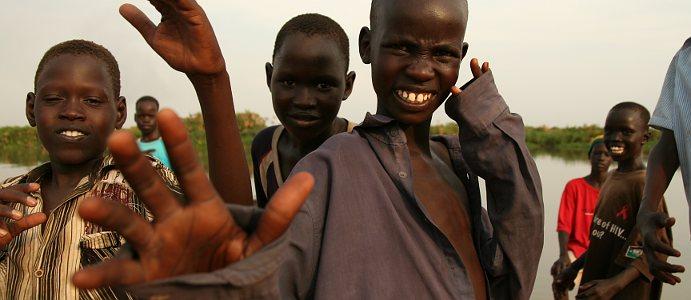 W górę Nilu - dzieciaki na barce