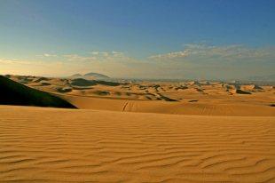 Pustynna część Peru to idealne miejsce do uprawiania sandboardingu. (Fot. Kuba Fedorowicz)