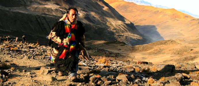Pielgrzym zmierzający na festiwal Qoyllur Rit'i w Peruwiańskich Andach. (Fot. Kuba Fedorowicz)