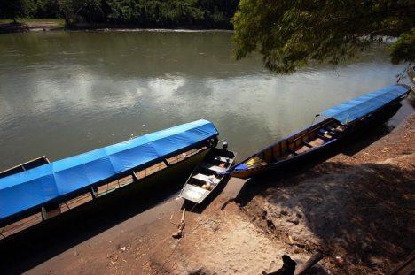 Łodzie kursujące wzdłuż Río Perené i Río Tambo. (Fot. Joanna M. Chrzanowska)