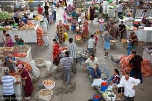 Bazar w Samarkandzie. (Fot. Robb Maciąg)