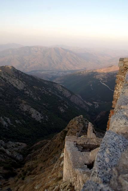 Mając w pamięci historię wojowniczego Babak Kohorramdin'a - widok z zamku Babak. (Fot. Tomek Mazur)
