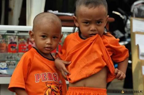 Młodzi gniewni ze slumsów Dżakarty. (loswiaheros.pl)