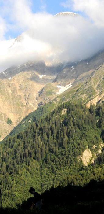 Grań Gouter powyżej Chmur, widok z Les Houches. (Fot. Wiktor Rozmus)