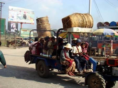 Jeden z wielu środków transportu spotykany na terenie Myanmaru. (Fot. Karolina Sypniewska)