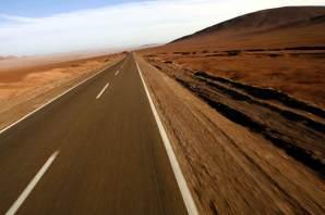 Drogi w Chile są w rewelacyjnym stanie, a kierowcy chętnie zabierają autostopowiczów. (Fot. Kuba Fedorowicz)