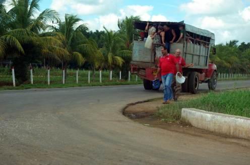Dojazd do pracy na Kubie nie należy do najłatwiejszych. (Fot. Kasia Rokicka)