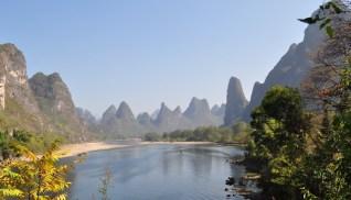 Rzeka Li przepływa przez wyżynę zbudowaną głównie ze skał wapiennych. (Fot. Rafał Sigiel)
