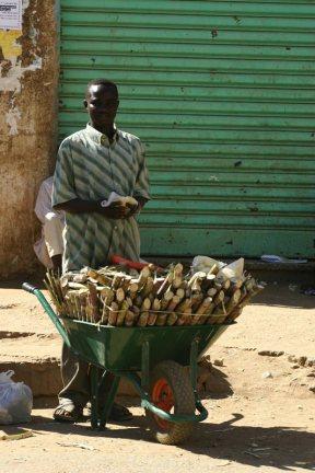 Sudan - sprzedawca trzciny cukrowej