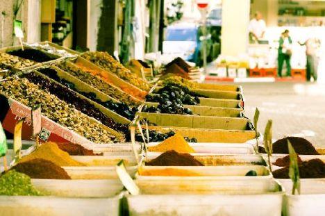 Mniej i bardziej egzotyczne przyprawy na Carmel Market w centrum Tel Awiwu (fot. Kasia Boni)