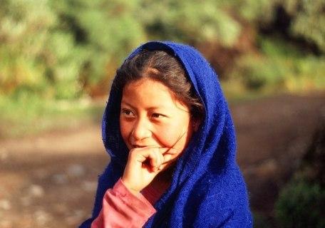 Zawstydzona Indianka w okolicy jednej z wiosek otaczających najwyższą górę Meksyku – Orizabę. (Fot. Marcin Kruczyk)