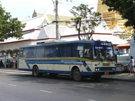 Autobus komunikacji miejskiej w Bangkoku. (Fot. Krzysztof Dopierała)