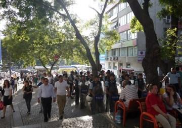 W centrum Ankary nie trudno o widok chodnika po którym idzie więcej policjantów niż przechodniów. (Fot. z archiwum Autostopem ku wolności)