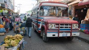 1.BOLIWIA, Sucre. Do Mercado dojeżdżam autobusem. (Fot. Piotr Horzela)