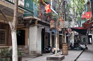 3. WIETNAM, Hanoi. Polecamy zboczyć z utartych turystycznych szlaków, by natrafić na takie oto malownicze podwórka. (Fot. Jakub Puchalski)