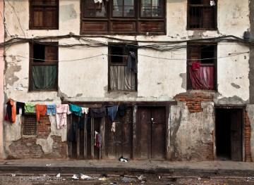 Podwórko w nepalskim mieście.