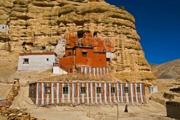 Buddyjski klasztor w Himalajach