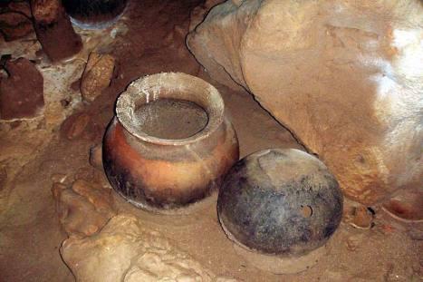 Doskonale zachowane naczynia w jaskini w Belize