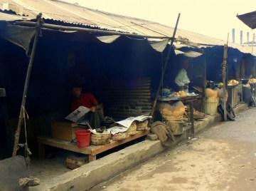 Kawiarnie przy ulicy w Rangamati.