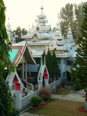 Czesc kompleksu swiatyn i klasztoru Wise Buddha Monastery.