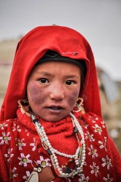 Dziewczynka w tradycyjnym afgańskim stroju.