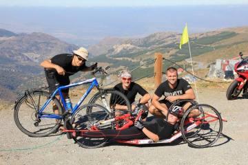 Karina Jasińska z ekipą wyprawy na Pico del Veleta