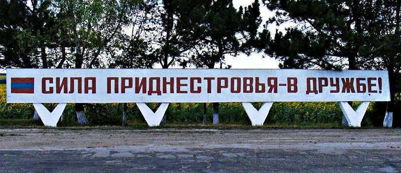 Przydrożny billboard w Republice Naddniestrzańskiej)