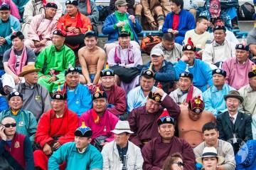 Zapaśnicy w tradycyjnych mongolskich strojach