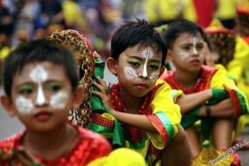 Tradycyjnie umalowane dziecko na Filipinach